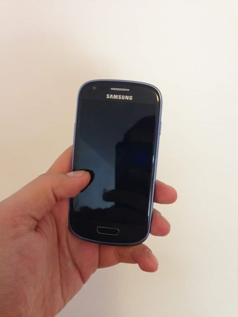 Samsung Galaxy S3 Mini e foarte drăgălaş