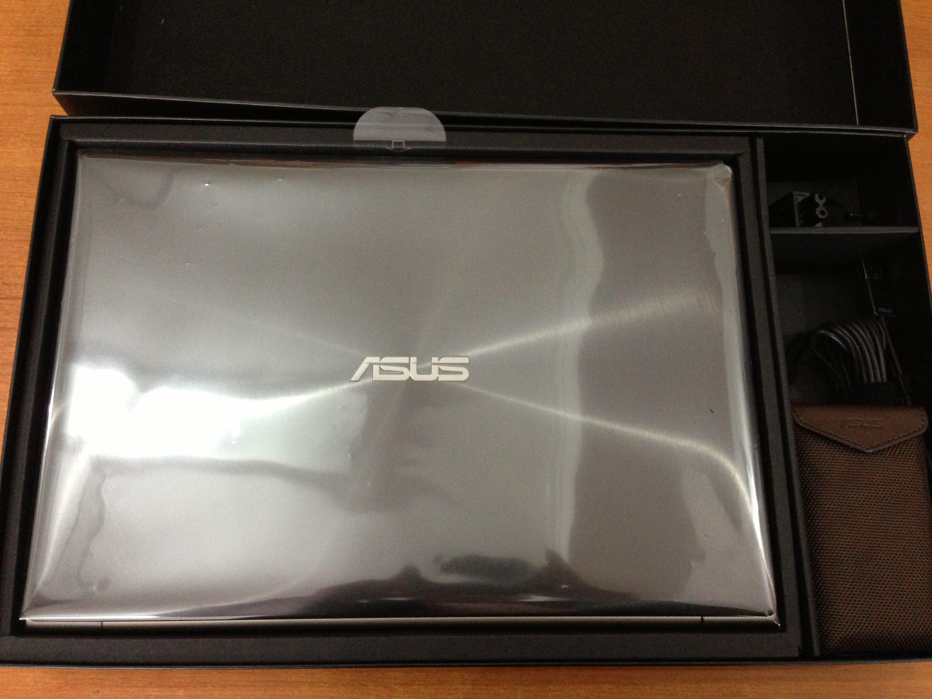 Continut cutie Asus ZenBook Touch