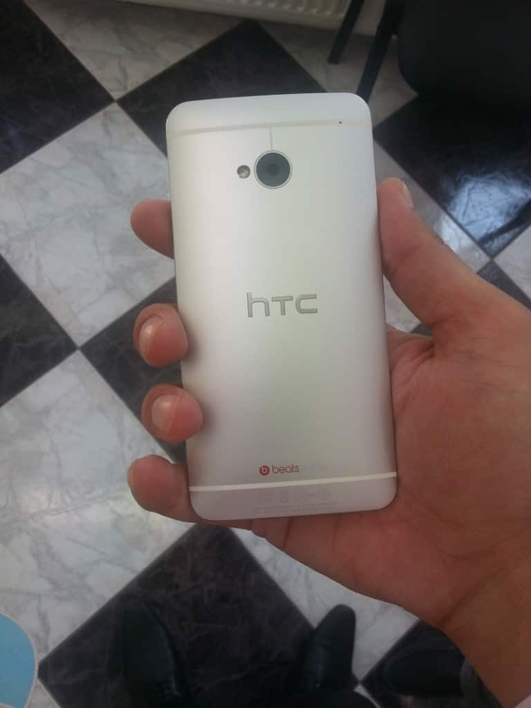 HTC One, o adevărată plăcere să-l atingi