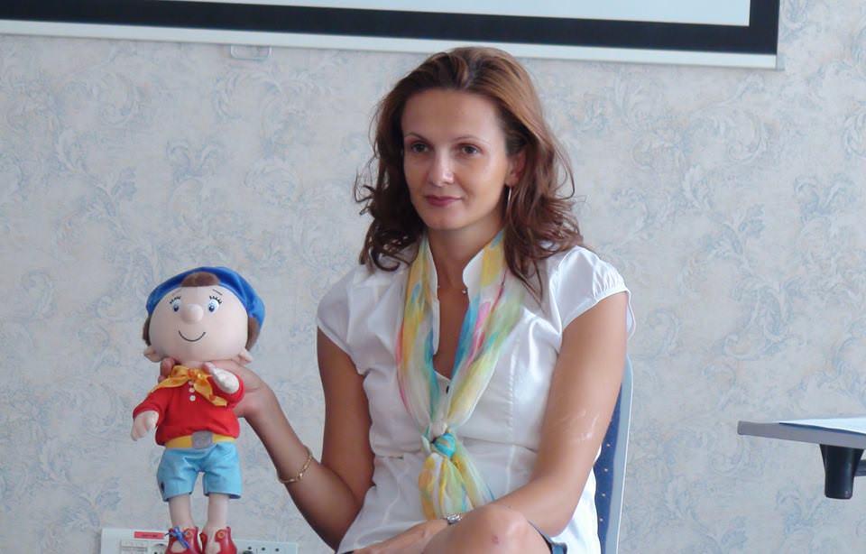 Atenție părinți, Antonia Noel vine din nou la Galați