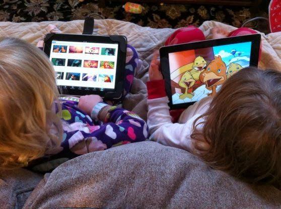 Telefon sau tableta pentru copii mici