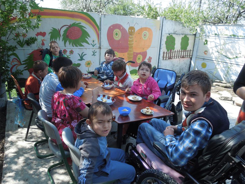 Centrul de zi pentru copiii cu dizabilitati din Liesti, judetul Galati – ajuta-i in Bursa Binelui!