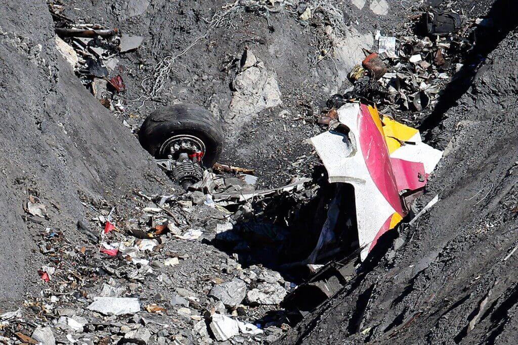 Despre avionul Germanwings care s-a prabusit