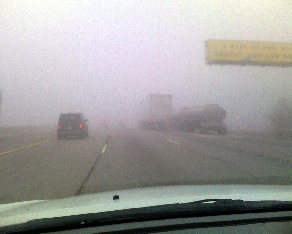 Nu circula cu proiectoarele de ceață aprinse dacă nu e nevoie