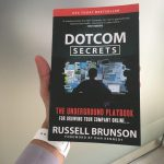 Câștigă cartea DotCom Secrets dacă te abonezi la newsletterul blogului