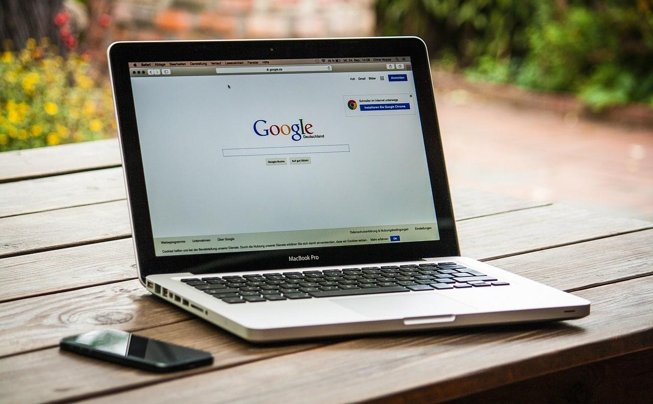 AdWords & Facebook Ads: 4 motive pentru care orice business ar trebui să le folosească